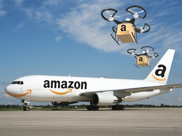 Not content, Amazon hence begins to ship cargo for outside customers, competing with FedEx and UPS